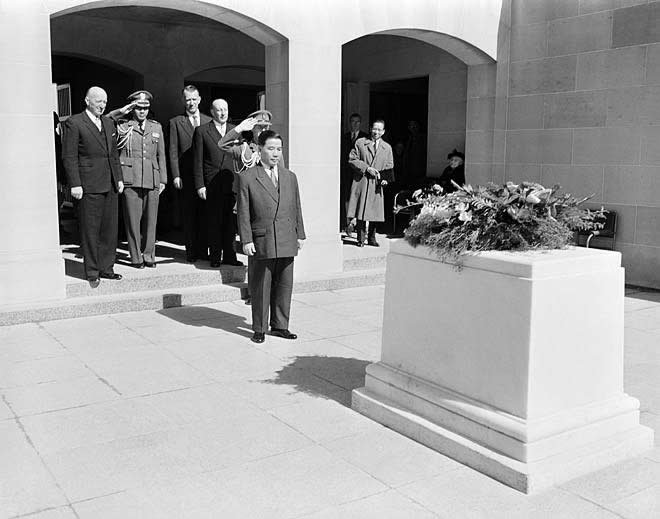 Above: Ngo Dinh Diem lays a wreath in the commemorative area of the Australian War Memorial. [NLA 11969033 Image courtesy of the National Library of Australia]